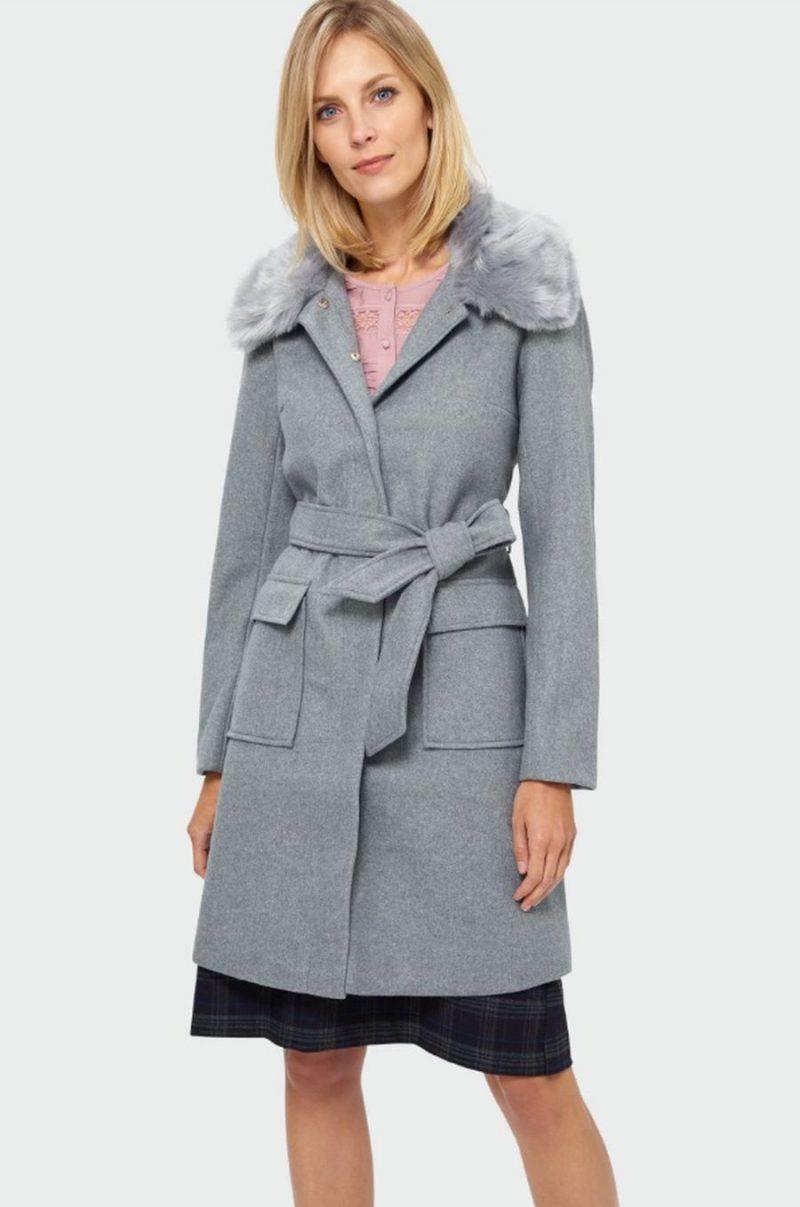 Płaszcze dla 50-latki – stawiamy na klasykę i styl